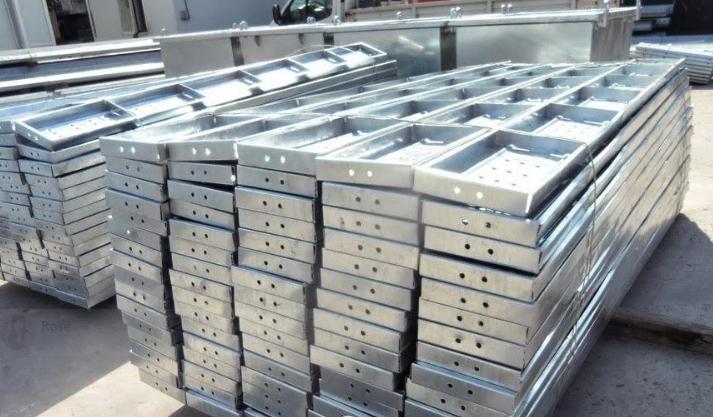 Tấm lót sàn giàn giáo mạ kẽm sixe: 250*50*1.2mm*1.5m BS1139